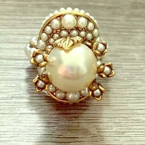 AUTHENTIC GUCCI FAUX PEARL FLOWER RING SZ7